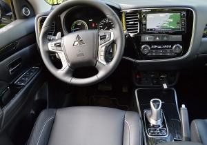 Mitsubishi Outlander 2016 03