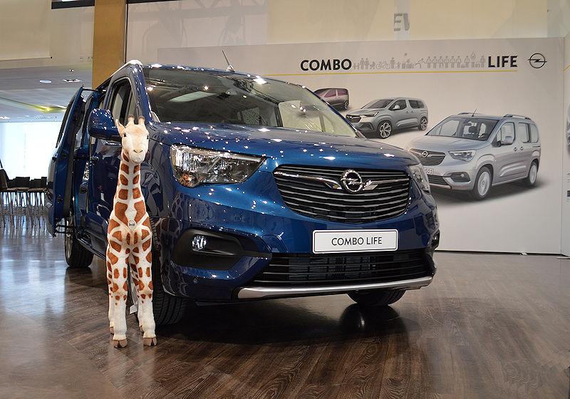 Erste Sitzprobe im Opel Combo Life | auto-reise-creative